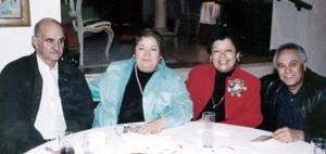 Guillermo y Cecy García, Lily y Juan José Gómez .