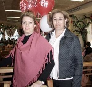 Marú Velasco de Armendáriz, con su amiga Irma Peña de Velasco, a quien festejaron por su cumpleaños.