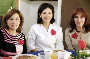<b>17 de febrero de 2005</b> <p>  Rosy González de Ojeda, Cecilia de Rosas y Alejandra de De la Porra.