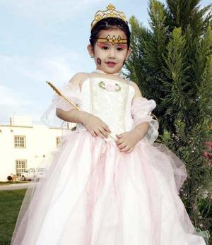 Alicia Estela cumplió cuatro años de edad y fue festejada por sus padres.