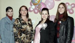 Lorena Fracuse, Norma León y Jazmín Estrada le organizaron una fiesta de regalos a Lorena Verdeja de Chaib, por el cercano nacimiento de su segundo bebé.