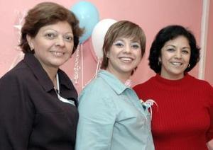 Rosario Esparza y Mary de la Rosa le organizaron una fiesta de canastilla a Irma Esparza  Gómez por el cercano nacimiento de su bebé.
