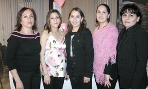 Elvira de Arguijo, Marcela Arguijo Rivera, Elvira Arguijo y Tere de Martínez asistentes a la fiesta de canastilla que le ofrecieron a Nallely de Cansino.