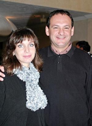 6489.- Armando y Mónica Pérez Merodio