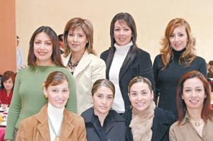 Diana de Gavela, Gracia de Díaz Vélez, Angélica de Ganefi, Lorena de Porragas y Paty de Ocho.  De pie, Ginna de Maturino, Mónica de López y Verónica de Siller