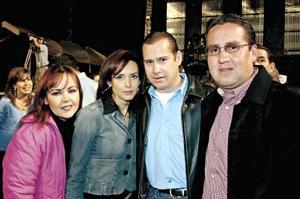 Mayela González de González, Liliana de Gilio, Arturo Gilio y Elías González