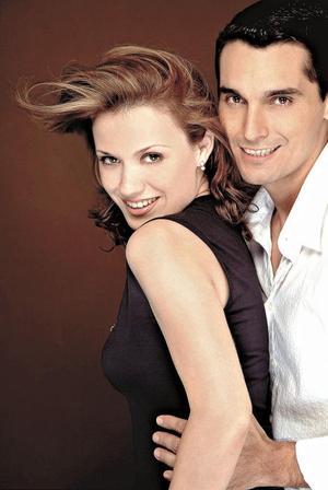 <I>ROSTROS ENAMORADOS</I> <P>Laura Grageda Villarreal y Jorge Moreno Mendoza. Tienen 2 años de novios.