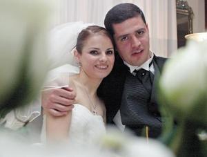 <I>BODA</I><P>La nueva pareja Mary Carmen Martínez y Norberto Valdes