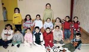 Debora Medrano Serna disfrutó de una divertida fiesta infantil acompañada por un grupo de amiguitos.