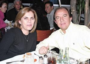 Rosario T. de De la Garza y Gustavo de la Garza