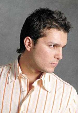 <I>Eduardo Olivares Reyes</I><P> Fotografía de Samuel Silvadoray