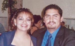 Israel Valenzuela Vallejo y Ana Luisa Cervantes contrajeron matrimonio el 19 de febrero de 2005.