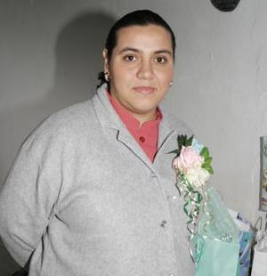 <b>19 de febrero de 2005</b> <p> Nora de Atayde disfrutó de una fiesta de canastilla por el futuro nacimiento de su primer bebé.