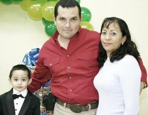 Bryan Alejandro Cumplió tres años de vida y fue festejado por sus papás Armando Rodríguez y Juana Medellín Rodríguez.