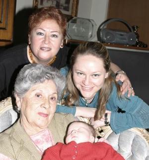 Hortencia de Robles, Dana Valeria, Jéssica Robles, y Yolanda de Robles en un reciente festejo.