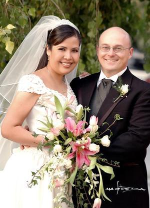 Sr. Richard Steven Ohrt y Srita. Miriam Gabriela Cepeda Rubio recibieron la bendición nupcial en la parroquia de La Inmaculada Concepción, el viernes 17 de diciembre de 2004. <p> <i>Estudio : Maqueda</i>