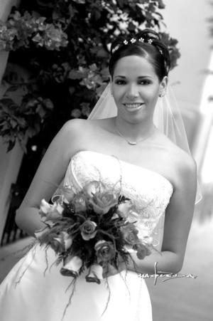 Lic. Juana Maria Arredondo  Corrales, el dia de su boda con el Ing. Hubertus Hendrikus  Gosuins Van Den Bogaard <p> <i>Estudio : Maqueda</i>