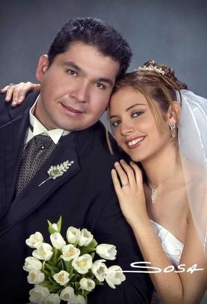 Dr. César Alejandro  Verano  Moreno  y Srita. María Guadalupe  Gámez  Castillo  contrajeron matrimonio religioso  en el Templo Expiatorio,  el viernes tres de diciembre de 2004. <p> <i>Estudio : Sosa</i>