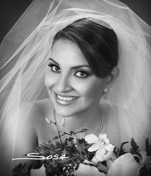 Srita. Silvia Denice  Leal  Romo el día de su  boda con el Lic. Jorge Luis de Anda Miranda. <p> <i>Estudio : Sosa</i>