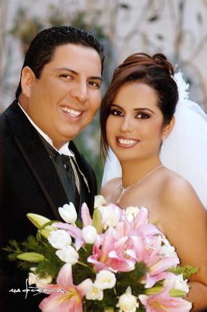 Lic. Javier Ángel Guzman  Meléndez y Lic. Sandra Ramírez  Tovar recibieron la bencición nupcial  en la parroquia Los Ángeles, el viernes  tres de  diciembre de 2004.  <p> <i>Estudio : Maqueda</i>