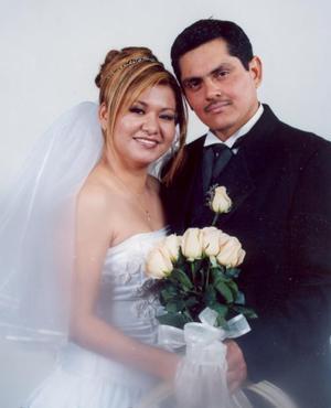 Sr. Rubén Eduardo Reyes Meza y Q.F.M. Claudia Susana Chacón  Ríos contrajeron matrimonio  religioso en la  parroquia San José de Ciudad Lerdo Dgo., el 30 de diciembre de 2004