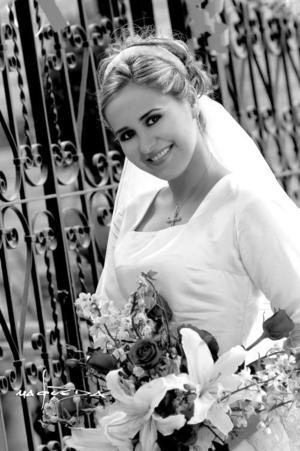 Srita. Patricia E. Ramos Todd, el día de su boda con el Sr. Bruno Bozzeto <p> <i>Estudio : Maqueda</i>