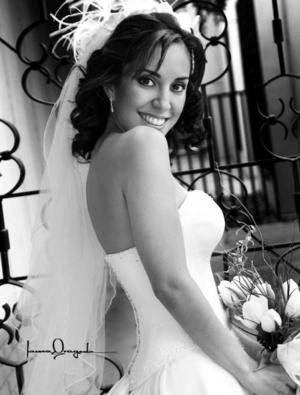 Srita. Ana Sofía Urquizo Leal, el día de su boda con el Sr.  José  Enrique Guerrero López. <p> <i>Estudio : Laura Grageda</i>