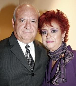 Luis E. Hernández y Teresa de Hernández.