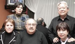 Nely, Mayela del Río, Roberto del Río, Héctor León y Lupita León.
