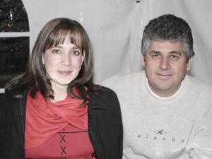 María Elena Valencia de Román y Marco Román Mier.