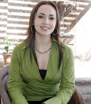 Brenda Madero Martínez captada en la despedida de soltera que le organizaron hace unos días