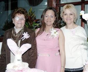 <b>20 de febrero de 2005</b> <p> Luly Robles de Mercado disgrutó de una fiesta de canastilla en compañía de las anfitrionas