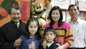 Yingli Pang, Michael Pang, Quixia Huang de Pang, Hugo Pang y Manuel Lee.