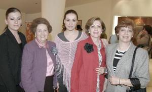 Yolanda Fernández, Yolanda Atollini de Estrada, Maribel Fernández y Olga Estrada Atollini.
