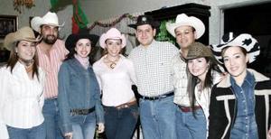 <b>20 de febrero de 2005</b> <p> Jose Carlos Velasco Ciprés y Claudia Rodríguez Venegas se casarán pronto por lo cual les ofrecieron una despedida de solteros