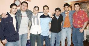 Misael Pérez Hernández festejó su cumpleaños en compañía de sus amigos.