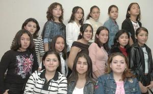 <b>21 de febrero de 2005</b> <p>  Reyna Priscila García Villanueva acompañada por un grupo de amigas que le organizó su mamá, con motivo de su cumpleaños.