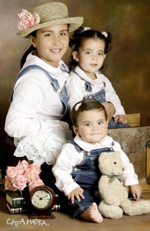 Andrea, Mariana y Victoria Alcázar hijas del Ing. Gerardo Alcalá y de Patricia Juárez de Alcázar .