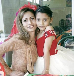 <b>20 de febrero de 2005</b> <p> Selene Guadalupe Solís Castillo junto a su mamá Guadalupe Castillo