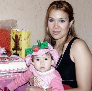 <b>21 de febrero de 2005</b> <p> La pequeña Ámbar Escarlet Alexia Ayup Pérez cumplió un año de vida y su mamá Ámbar Pérez de Ayup