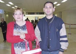 <b>21 de febrero de 2005</b> <p> Luz María Zamarrón, viajó a Cancún y fue despedida por Alberto Rodríguez.