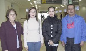 <b>22 de febrero de 2005</b> <p>  Guadalupe Delgado y Luisa Magadon, viajaron a Guatemala y fueron despedidos por Marina Rodríguez y José Luis Magadon.