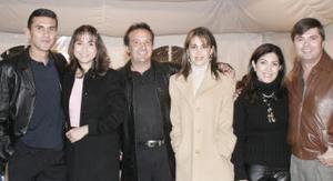 <b>22 de febrero de 2005</b> <p> Omar Arellano, Lenia de Arellano, Luis Espinosa, Gaby de Espinosa, Bernardo Gurza y Sofia de Gurza.
