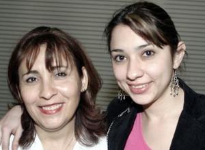 <b>22 de febrero de 2005</b> <p> Mayela Torre de Ávila y Susana Ávila Torre.