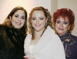 Valeria Garza, Mónica Hernández y Teresa Marabotto de Hernández en pasado acontecimiento.