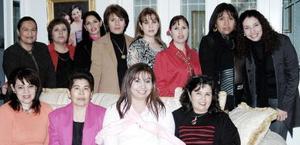 Con motivo de su cumpleaños, Ana María Valdés de Ochoa fue festejada con un agradable convivio, acompañada por familiares y amigos.