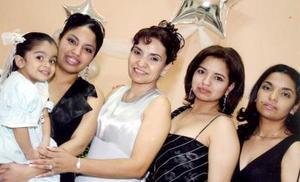 Camila, Rocío, Lily, Elvira y Gina Parrilla Santacruz