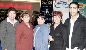 <b>25 de febrero de 2005</b> <p> Silvia de Reyes, Olga de Ortiz, Elvira de Arguijo, Irma de Jurado y Mario Ortiz
