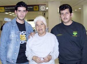 Socorro de los Santos viajó al DF  y fue despedida por Luis Valderrama y Luis Valderrama Villa
