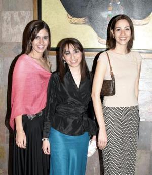 <b>26 de febrero de 2005</b> <p> Ana Cecilia Zavala, Rocío Quiroga y Pily Muñoz.